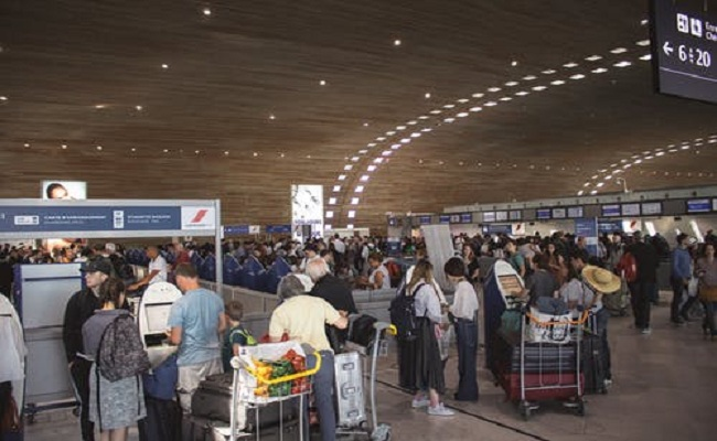 10 Airport Expert Tips to Stay Calm and Save Time