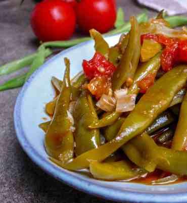 Runner beans in olive oil (Zeytinyağli taze fasülye) - recipe - A kitchen in Istanbul