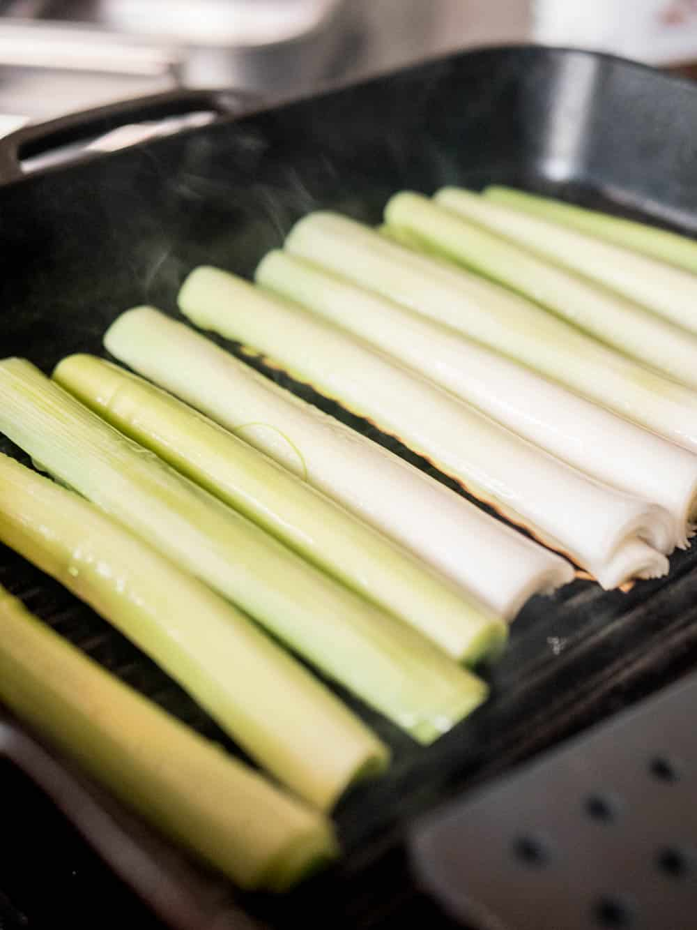 Charring of leeks / A kitchen in Istanbul