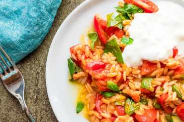 Tomato with risoni pasta and feta yoghurt - recipe / A kitchen in Istanbul