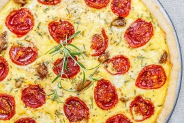 Tomato & caramelised garlic tart - recipe / A kitchen in Istanbul