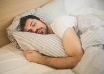 Čo o vás vypovedajú vaše spánkové polohy?