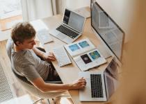 Ako byť produktívny pri práci z domova a nezblázniť sa z toho?