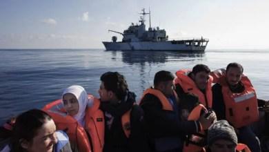 Photo of الشرطة الإيطالية : وصول عشرات اللاجئين غير الشرعيين لسواحل البلاد