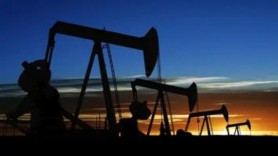 Photo of النفط يهبط مجددا مع استمرار المخاوف بشأن تخمة المعروض