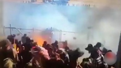 Photo of بالفيديو .. سيارة سباق تقذف وقوداً مشتعلاً و تحرق الجمهور !