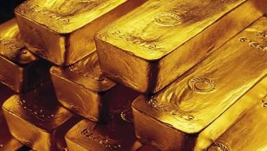 Photo of الذهب يهبط مع تعافي الدولار من أدنى مستوى في 3 سنوات