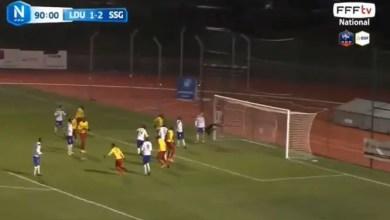 "Photo of مباراة كرة قدم في فرنسا تشهد هدفين "" خارقين "" ( فيديو )"