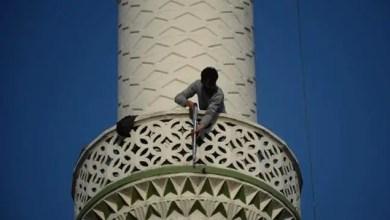 Photo of تركيا : شاب يحمل بندقية يصعد مئذنة مسجد و يتسبب بإعلان الشرطة حالة تأهب قصوى في بورصا ! ( فيديو )