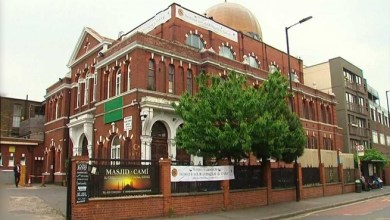 """Photo of مسجد بريطاني يعلن قبول الصدقات """" الرقمية """""""