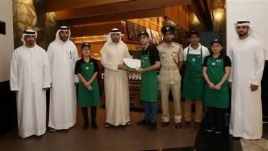 Photo of الإمارات : عامل يعثر على حقيبة تحتوي 118 ألف دولار و يسلمها لشرطة دبي