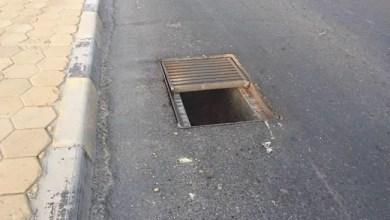 Photo of دبي : لص يسقط في فتحة الصرف الصحي عند هروبه