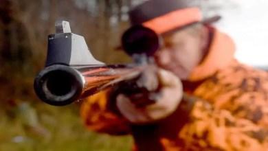 "Photo of اعتقد إنه "" سنجاب "" .. أمريكي يطلق النار على صديقه أثناء رحلة صيد !"