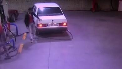 Photo of تركيا : عشريني تركي يسرق سيارة و يحاول تضليل السلطات باتهام طفل سوري ! ( فيديو )