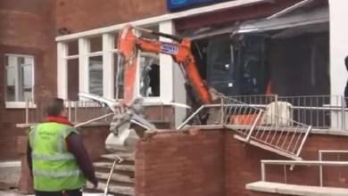 صورة طفح به الكيل .. عامل بريطاني يحطم فندقاً بناه بنفسه ! ( فيديو )