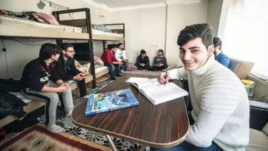 Photo of تركيا : صحيفة تسلط الضوء على شاب سوري أتقن اللغة التركية بمفرده و نال الدرجة الأولى في مدرسته متفوقاً على الأتراك ( فيديو )