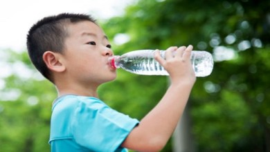 Photo of باحثون يحذرون : الإقلال من شرب المياه لدى الأطفال يهدد بالبدانة