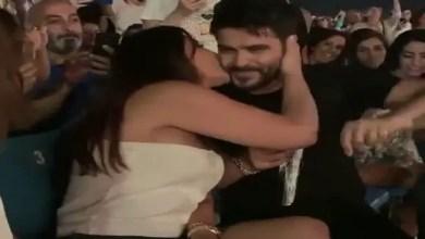 Photo of إليسا و ناصيف زيتون يتبادلان القبل أمام الجمهور ( فيديو )