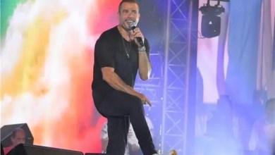 Photo of عمرو دياب يلبي طلباً لشاب من ذوي الإعاقة في حفله بالعلمين ( فيديو )