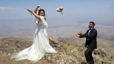 صورة تركيا : عروسان يعقدان قرانهما على قمة جبلية بارتفاع 2550 متراً !
