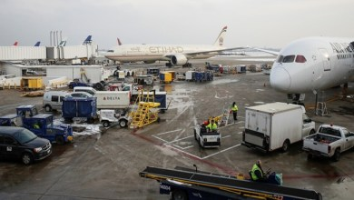 """Photo of عربة طعام """" مجنونة """" في مطار أمريكي تحقق شهرة واسعة على الإنترنت ( فيديو )"""