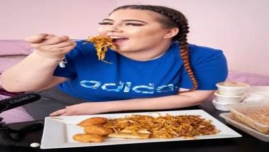 """Photo of شابة بريطانية تستقيل من عملها لتأكل أمام جمهور """" يوتيوب """" عند الطلب !"""