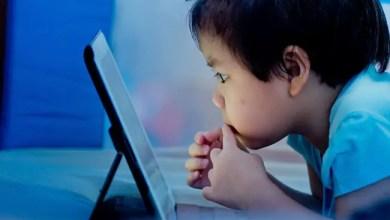 Photo of باحثون يحذرون : الساعات الطويلة أمام الشاشات الإلكترونية تتلف أدمغة الأطفال