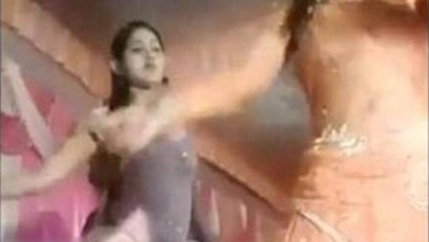 Photo of في الهند .. رصاصة تصيب وجه راقصة و تفسد الحفل ( فيديو )