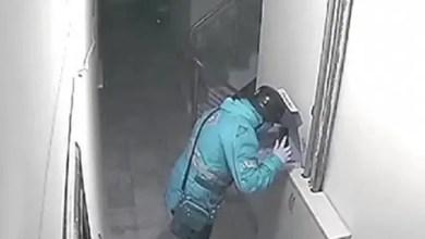 """صورة تركيا : """" بصقة """" تكلف عامل توصيل بيتزا السجن ( فيديو )"""