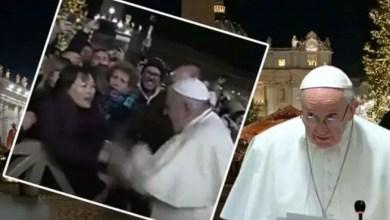 Photo of البابا فرنسيس يعتذر عن ضرب يد امرأة جذبته بشدة