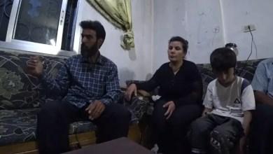 Photo of صحيفة تلتقي بوالدي الطفلة السورية التي اغتصبت و قتلت خنقاً على يد قاصرين ( فيديو )
