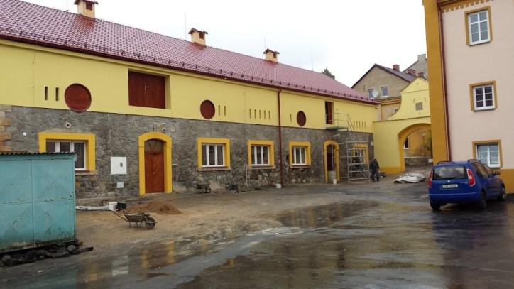 střecha, klempířské práce, dubové dveře