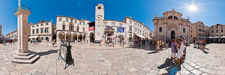 Auf dem Platz an der Stradun – Roland, Uhrturm und Kathedrale