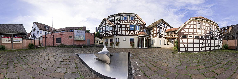 360°-Panorama in Lorch auf dem Oriaplatz vor dem Rathaus