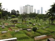 Suasana di sekitar makam TPU Karet Bivak, Jakarta, Selasa (28/2/2017). Dinas Kehutanan DKI Jakarta mengalokasikan dana Rp100 miliar untuk membenahi sekaligus menambah lahan pemakaman pada 2017. AKTUAL/Munzir