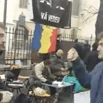"""Varul ministrului Liviu Marian Pop a venit sa se certe cu tinerii din fata PSD Sibiu: """"Voi nu aveti servici?"""". Iata cum au reactionat protestatarii – Video"""