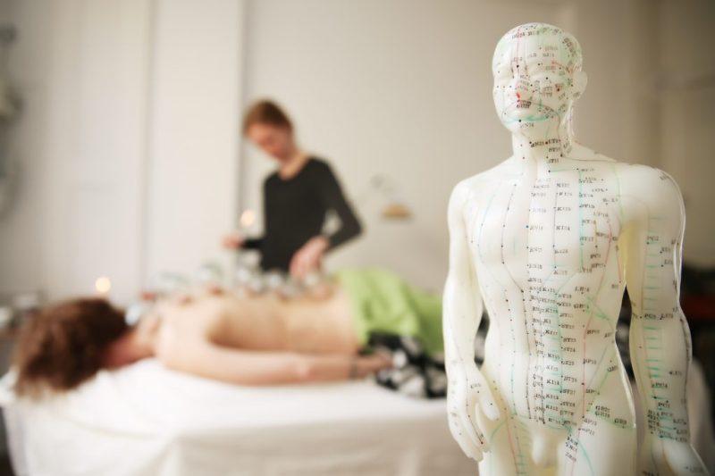 Akupunktur og massage