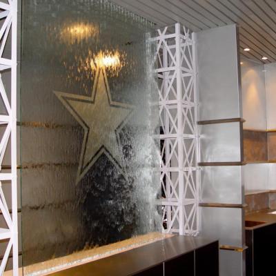 Vandens_siena_stiklo_Cowboys_Stadium