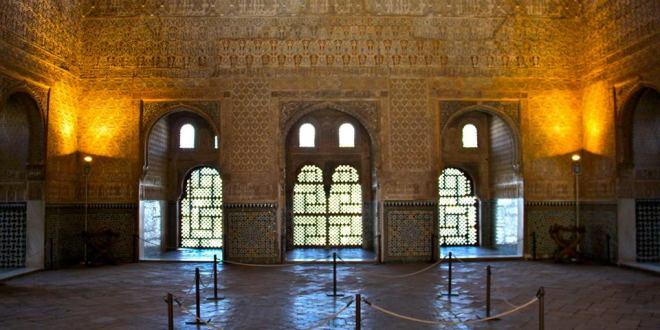 """قاعة """"بهو السفراء """"بقصر الحمراء عرش بنو الاحمر الخزرج الانصار"""