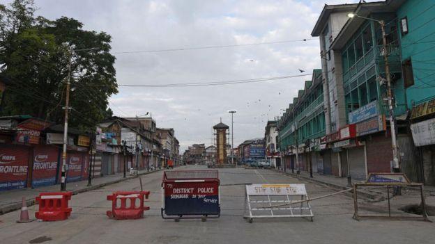 مقبوضہ کشمیر میں لاک ڈاؤن کا 42 واں روزبھی جاری 3کشمیری نوجوان شہید