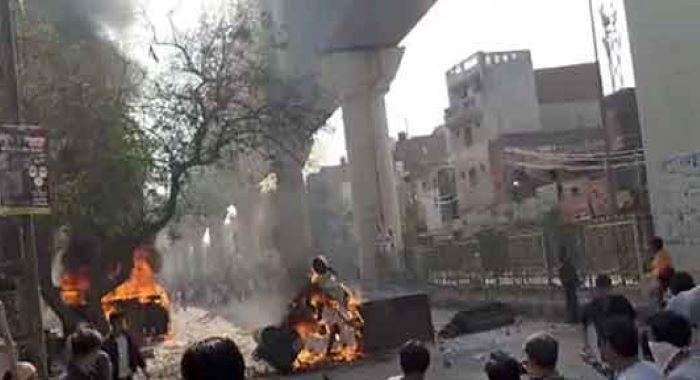 نئی دہلی: حالات کشیدہ، جھڑپیں، پولیس اہلکار سمیت دو ہلاک
