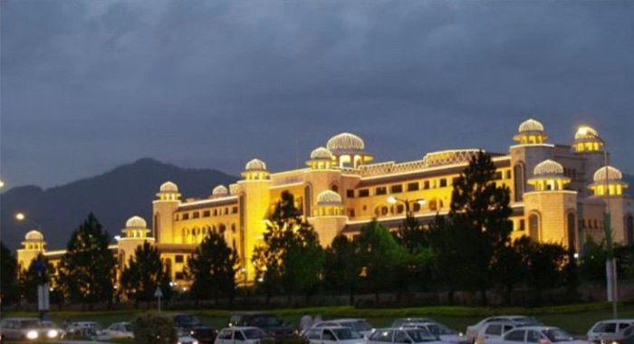 پاکستان میں کورونا کی صورتحال بہتر، 15 سے 20 مئی تک مشکل ہوگی: وزیراعظم