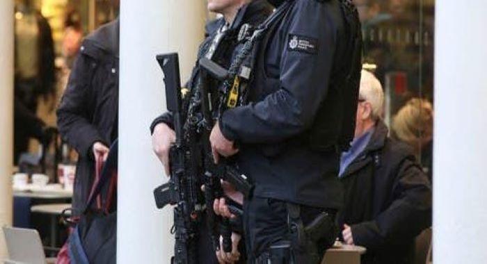 برطانیہ میں نسل پرستی مخالف مظاہروں کے دوران چاقو سے حملوں کے واقعات تین افراد ہلاک