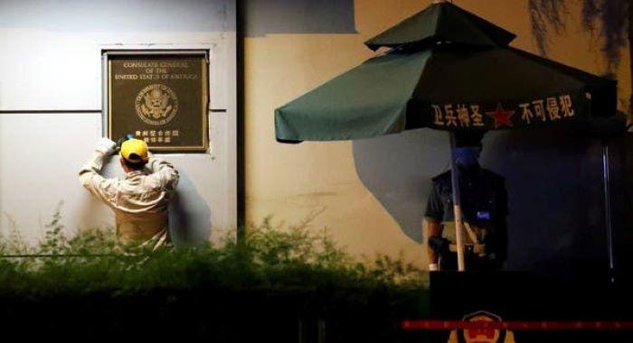 چین نے  امریکی قونصل خانے کو اپنے کنٹرول میں لے لیا