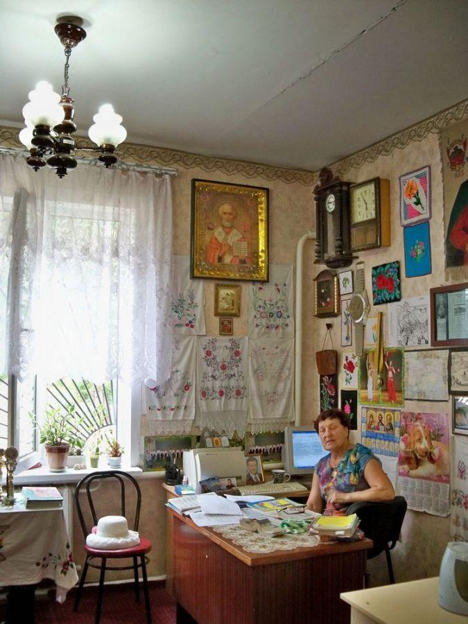 хозяйка краєзнавчого музею у 2013 році в селищі Старі Кодаки