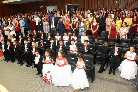 Trinta formandos da Creche-Escola Sementinha colaram grau