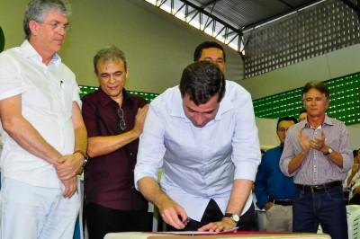 Deputados participam do ODE e entregam benefícios para Região de Esperança