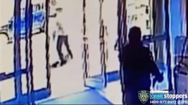 أطلق بواب مدينة نيويورك النار لفشله في التدخل في الهجوم على امرأة أمريكية فلبينية