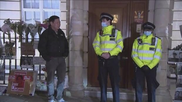 """أغلق سفير ميانمار في المملكة المتحدة سفارة لندن في ما يبدو أنه """"انقلاب"""" قام به نائبه"""