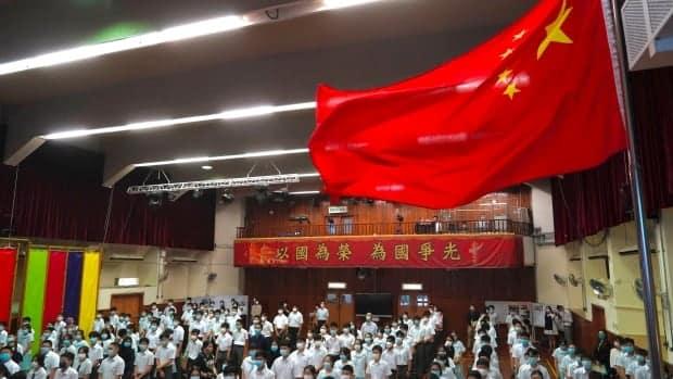 مسؤول بكين في هونج كونج يحذر من التدخل الأجنبي